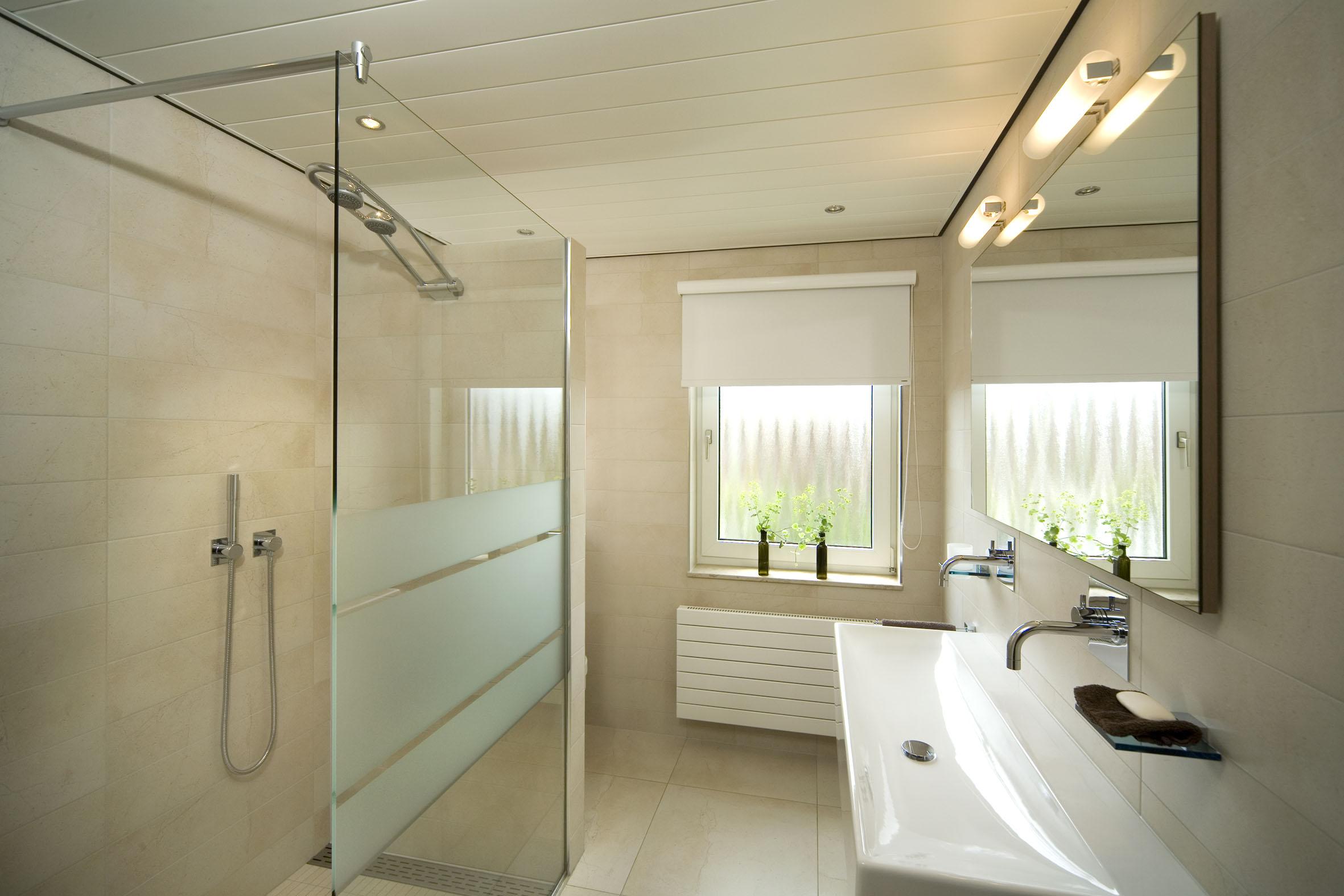 Uniek grote inloopdouche badkamermeubels ontwerpen 2017 for Badkamermeubel ontwerpen